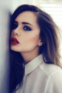 Smokey eyes+red lips