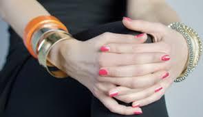 unghie con bracciali