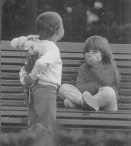 bambini innamorati